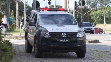 Polícia prende cinco homens suspeitos de assaltarem lojas de celulares, em shoppings - 80 mandados de condução coercitiva também devem ser cumpridos nesta terça-feira (02).