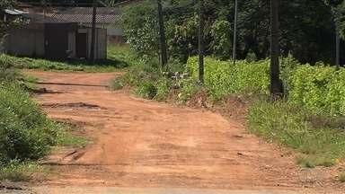 Falta de asfalto gera insegurança para moradores do Setor Buriti Sereno - Bairro fica em Aparecida de Goiânia.