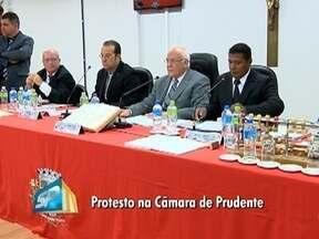 Contratação de professores volta a ser debatida na Câmara - Vereadores de Presidente Prudente se reúnem nesta terça-feira (2).