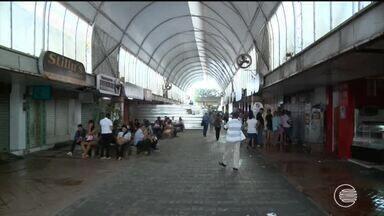 Rua climatizada está abandonada e comerciantes reclamam da falta de estrutura - Rua climatizada está abandonada e comerciantes reclamam da falta de estrutura