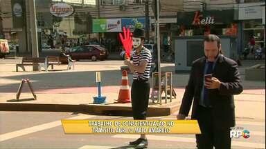 Maio amarelo promove ações de trânsito em Cascavel - O objetivo da campanha é conscientizar motoristas e pedestres sobre os perigos do trânsito.