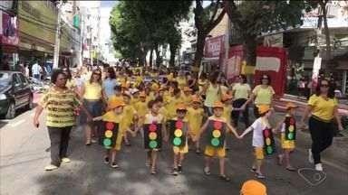 Passeata para marcar a campanha Maio Amarelo é realizada em Colatina, no ES - Ação foi organizada pelo poder público e pela sociedade.