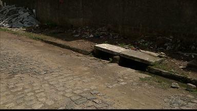 Rua nos Colibris fica alagada no período da chuva - Tubulação colocada na rua não é suficiente para escoar a água.