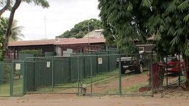 Morador é autuado pela Agefis por construção e área pública - Nas quiadras 700 do Plano Piloto surgem puxadinhos com cercas em áreas que antes eram públicas.