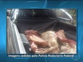 Suspeitos de saquear carga de carne em Três Marias são liberados - Vinte cinco pessoas foram liberadas após pagamento de fiança.