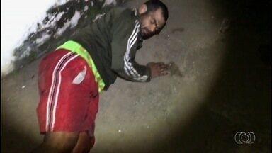 Homem é baleado ao tentar furtar botijão de gás de delegacia, em Goiânia - Ele também era foragido da Justiça e suspeito de furtar um celular, também na delegacia.