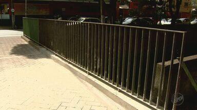 'Até Quando?' cobra conserto de grade de proteção na Avenida Francisco Junqueira - Prefeitura de Ribeirão Preto efetuou o reparo nesta quinta-feira (4).