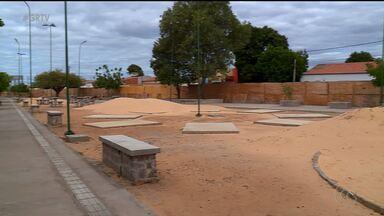 Moradores do bairro Rio Corrente esperam há 11 anos pela construção de uma praça no local - A obra foi iniciada, mas segundo os moradores, até hoje só deu dor de cabeça.