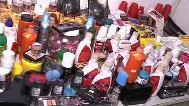 Operação tira do mercado mais de 5 mil itens de perfumaria impróprios, em Goiânia - Procon diz que produtos estavam com as datas de validade vencidas.
