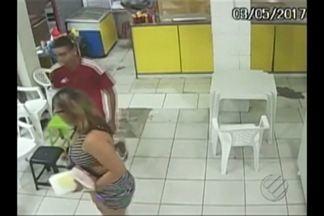 Assaltantes invadem lanchonete e roubam queijo, presunto e refrigerante - Assaltantes invadem lanchonete e roubam queijo, presunto e refrigerante