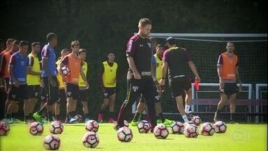 Em semana sem jogos, São Paulo intensifica treinamentos para entrar bem no Brasileirão - Em semana sem jogos, São Paulo intensifica treinamentos para entrar bem no Brasileirão
