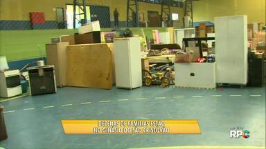 Famílias da área de invasão do Gramado estão sendo abrigadas em ginásio - Segunda a prefeitura, o abrigo é temporário, por sete dias.