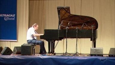Pianista faz apresentação gratuita no Cabo de Santo Agostinho - Artur Moreira Lima se apresenta no Largo da Estação, dentro do projeto 'Um Piano pela Estrada'.