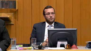 Representantes de sindicatos pedem a cassação de vereador após ofensas em manifestação - Representação contra o vereador Filipe Barros (PRB) foi protocolada na Câmara dos Vereadores na tarde desta quinta-feira (4).
