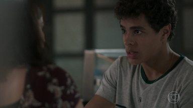 Tato conta a Keyla que foi expulso de casa - Roney leva Keyla e Tonico para casa. A menina pensa em pedir que o pai deixe o rapaz ficar com eles