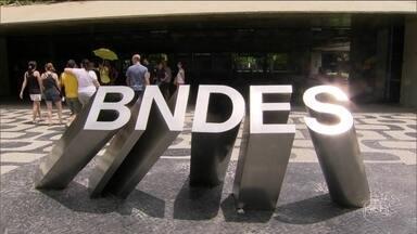 Operação da PF investiga suspeitas de irregularidades na BNDESPar - Subsidiária do BNDES é suspeita de favorecer JBS em investimentos. Houve busca no endereço do ex-presidente do BNDES Luciano Coutinho.