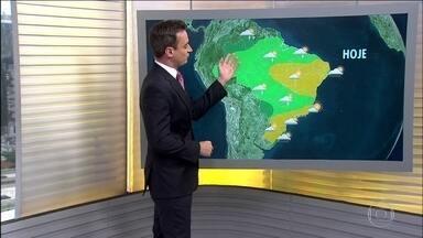 Previsão é de chuva para a Região Norte e de tempo firme no Sul - Em Manaus, de janeiro até agora, choveu mais da metade do que costuma chover no ano todo. E nesta segunda (15) tem mais chuva prevista para a região. Após vários dias de chuva, o tempo fica firme no Sul.