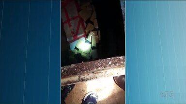 Polícia apreende fuzis, pistolas e drogas em um caminhão no interior de São Paulo - Um paranaense de Corbélia foi preso. De acordo com a polícia, ele dirigia um caminhão com placa de Londrina.
