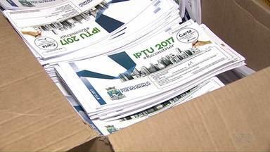 Carnês do IPTU de 2017 começam a ser distribuídos em Foz do Iguaçu - Os carnês foram entregues um pouco mais tarde esse ano.