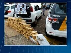 Polícia Militar aborda veículo carregado com tabletes de maconha - Flagrante foi realizado em Presidente Venceslau.