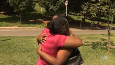 Irmãs se reencontram após 17 anos com a ajuda do quadro Desaparecidos - Veja como foi o reencontro.