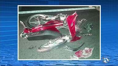 Homem morre em acidente na BR-423, em São Caetano - De acordo com a PRFl, o homem transitava pela rodovia em uma moto, quando invadiu a contramão e bateu na lateral de uma carreta.