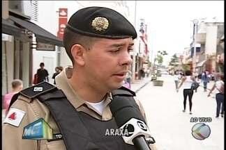 Polícia Militar ensina a prevenir furtos em áreas de comércio - Aglomeração de pessoas facilita ação de criminosos. Tenente ensina como proceder para não ser uma vítima
