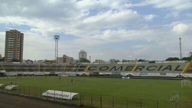 Diretoria do Comercial afirma que está tentando impedir leilão de estádio - Torcida ficou irritada com a notícia de que poderia perder o Estádio Palma Travassos.