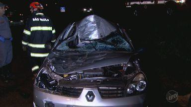 Duas pessoas ficam feridas após carro colidir contra cavalo em Ribeirão Preto - Animal acabou morrendo com o impacto da colisão.