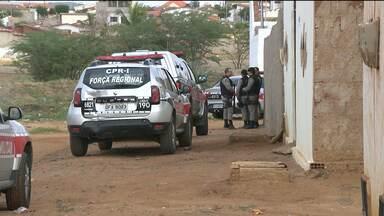 """Operação """"Narcos"""" prende grupo suspeito de tráfico de drogas e assassinatos - A operação foi chamada """"Narcos"""" inspirada num seriado de combate ao tráfico."""