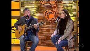 Reveja Zé Caradípia e sua filha Elisa Fernandes cantando 'Asa Morena' no Galpão Crioulo - Assista ao vídeo.