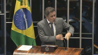 Aécio Neves é afastado do cargo de senador; conversas com Joesley Batista são divulgadas - Aécio Neves é afastado do cargo de senador; conversas com Joesley Batista são divulgadas