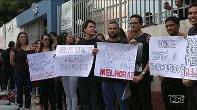 Estudantes da UEMA fazem protesto por conta do número de vagas em curso de Caxias - Estudantes do curso de medicina fizeram um protesto contra o aumento do número de vagas. Além disso, os estudantes querem que o problema com a falta de professores seja resolvido.