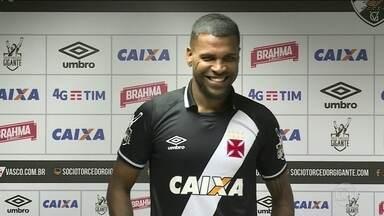 Breno é apresentado ao Vasco e quer estrear logo - Zagueiro chega por empréstimo do São Paulo.