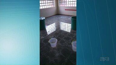 Chuva alaga sala de aula de CMEI em Ponta Grossa - Obra para reparos já estava prevista, segundo a prefeitura.