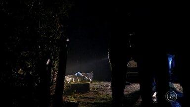 Bombeiros encontram corpo no rio Tietê que pode ser de jovem assassinada em Itu - O corpo de uma jovem com as mesmas características da adolescente Isabela Ferreira, de 17 anos, foi encontrado pelos bombeiros na tarde desta sexta-feira (19), no rio Tietê, em Salto. A cunhado da adolescente confessou à polícia que estrangulou a jovem e jogou o corpo no rio. Horas depois de ser ouvido, João Felipe Oliveira de Moura se matou na delegacia de Itu (SP). A polícia investiga o caso.