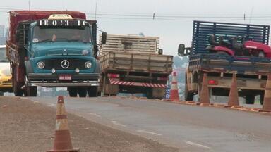 Quase 11 mil motoristas foram multados em Guarapuava nos três primeiros meses de 2017 - Falta de cinto de segurança, não ligar farol baixo durante o dia e alta velocidade são as principais impudências.