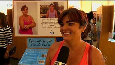 ONG de Petrolina realizam ação para ajudar a aumentar a autoestima de sertanejas - A ONG ajuda as famílias de áreas de sequeiro doando carros-pipa