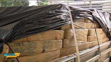 Polícia apreende sete toneladas de maconha que estava escondida num caminhão em Maringá - A droga estava sendo levada para São Paulo. Esta é a maior apreensão de maconha na região este ano.