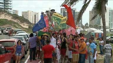 Manifestantes realizam protesto contra o governo em São Luís - Manifestantes fizeram uma carreata no domingo (21) para pedir a renúncia do presidente Michel Temer.