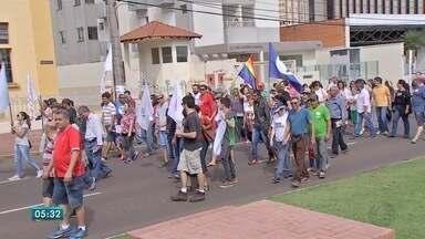 Manifestantes protestam no Centro de Campo Grande - Grupo é contra a Reforma Trabalhista, da Previdência e ainda contra o governo Michel Temer (PMDB).