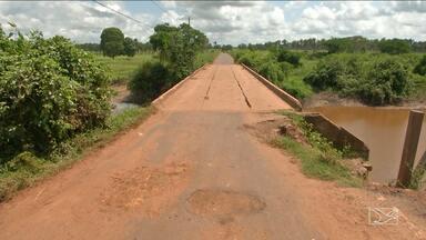 Ponte preocupa moradores em povoados em Bacabal - Ponte que dá acesso a vários povoados apresenta ferros expostos, rachaduras e parte da cabeceira já desabou.