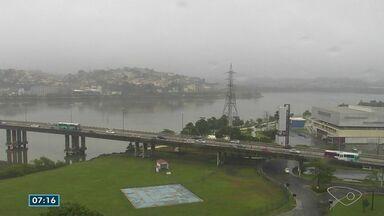 Previsão é de tempo nublado e chuva no Espírito Santo nesta segunda-feira (22) - À tarde, tem pancada de chuva na região Sul.