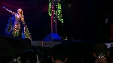 Daniela Mercury encerra a Virada Cultural em Bauru mesmo com a chuva - Público não se desanimou com a chuva e foi em peso conferir o show de encerramento da Virada Cultural. Daniela Mercury subiu no palco do Vitória Régia e apresentou os principais sucessos da longa carreira.