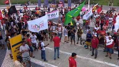 Protesto contra Temer ocorre na Orla de Atalaia em Aracaju - Protesto contra Temer ocorre na Orla de Atalaia em Aracaju.