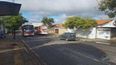 Ônibus municipal de Campinas altera rota por conta de buracos em rua do Parque Itajaí - A Prefeitura informou que o serviço de tapa-buracos deve ser feito no local em até sete dias úteis.