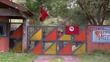 Manifestantes invadem fazenda de antigo assessor e amigo pessoal de Temer - Cerca de 150 integrantes do Movimento Sem Limite invadiram a fazenda da empresa Argeplan, que pertence a João Batista Lima Filho, o coronel Lima.