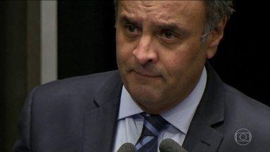 Aécio Neves tenta obter apoio dos colegas no Senado para reagir às acusações no Supremo - O senador afastado quer cancelar a decisão do ministro Edson Fachin que suspendeu o mandato dele.