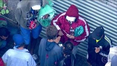 Polícia fecha hotéis que abrigavam usuários de drogas na Cracolândia, em SP - Em um deles foram encontrados crack, cocaína e munição para fuzil. Os usuários se espalharam pelo centro da cidade, mas o consumo e o tráfico não pararam.