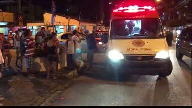 Idoso morre após ser atropelado por motocicleta com farol apagado em João Pessoa - Acidente foi registrado na noite de segunda-feira (22) na rua Maria Rosa, no bairro de Manaíra.
